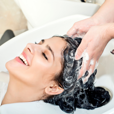 Lavagem Especial + Tratamento com Queratina Hidrolisada + Escova Modeladora + Manicure